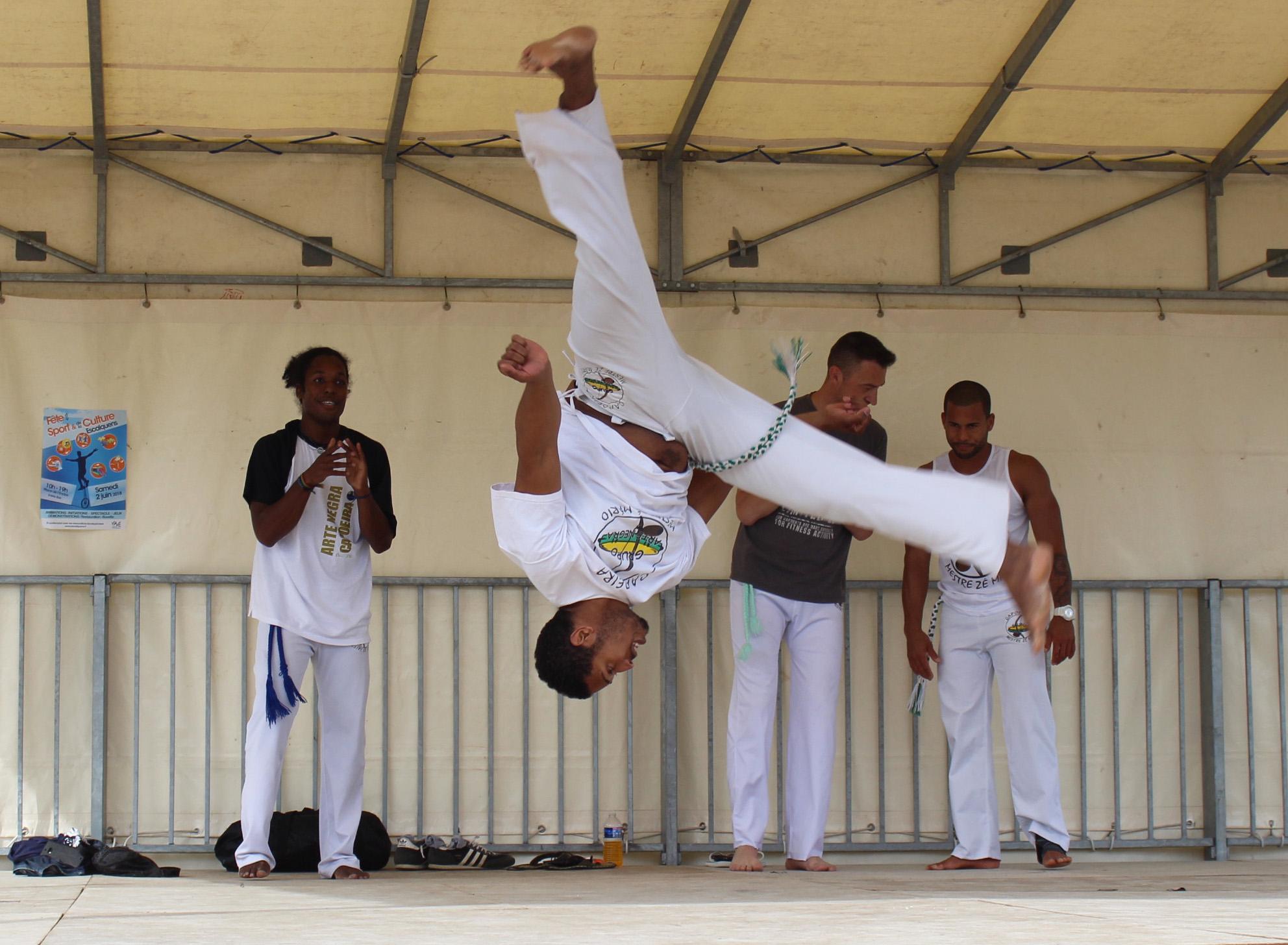 Démonstration à Escalquens de capoeira, salto